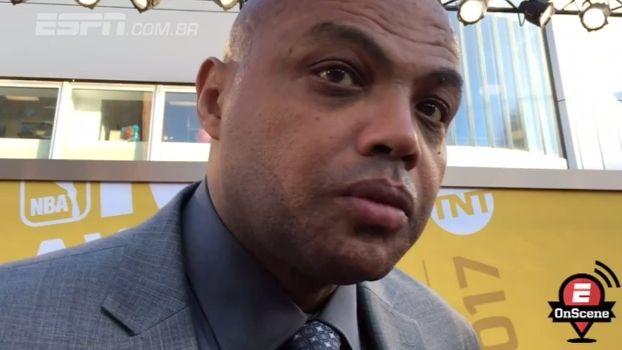 Lenda da NBA dá conselho a Carmelo: 'Pedir para ser trocado' https://t.co/FV3r9eJzCx