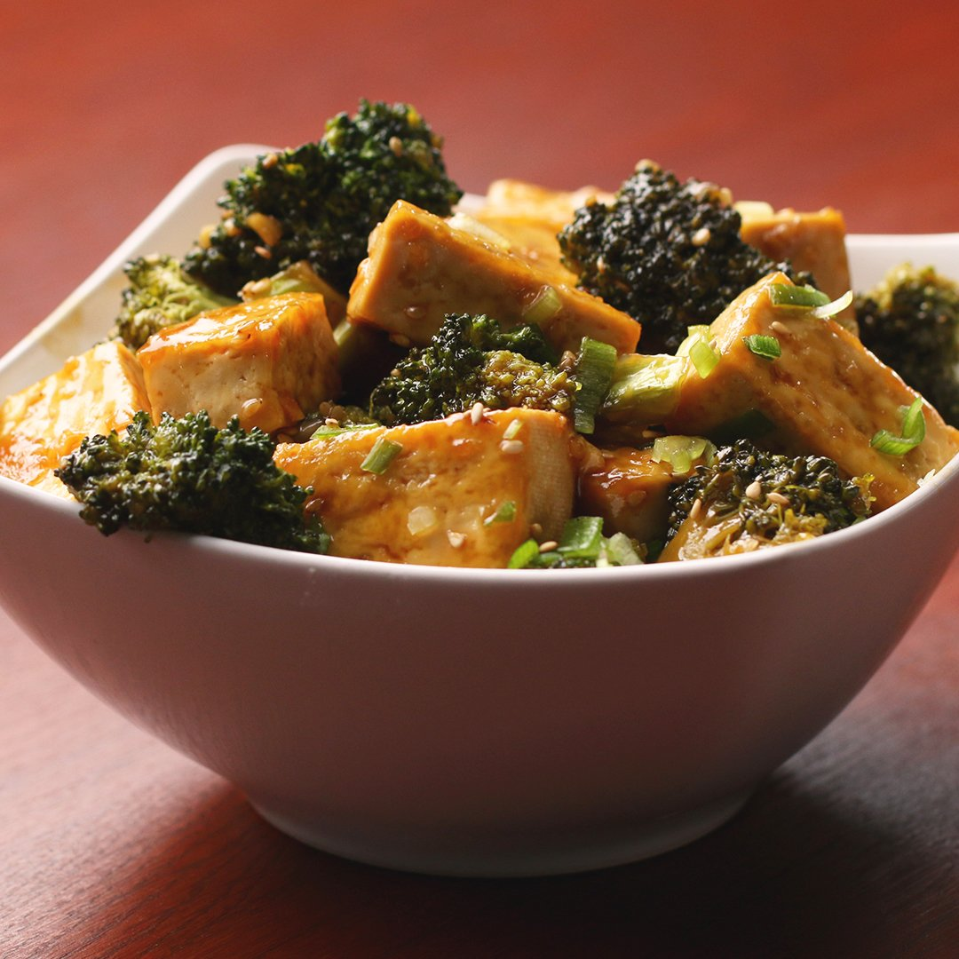 @tasty: Chinese Takeout-Style Tofu And Broccoli #VeganFridays / / FULL RECIPE: https://t.co/ikOf61tHWs https://t.co/Kyhw2Kuml1