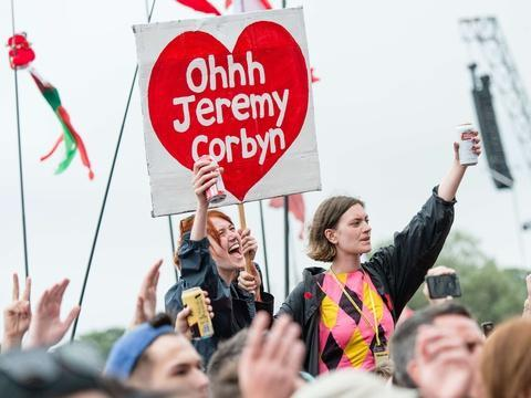 VIDÉO. «Oh Jeremy Corbyn», comment le leader travailliste est devenu une icône du Web https://t.co/tcdGyqHGla
