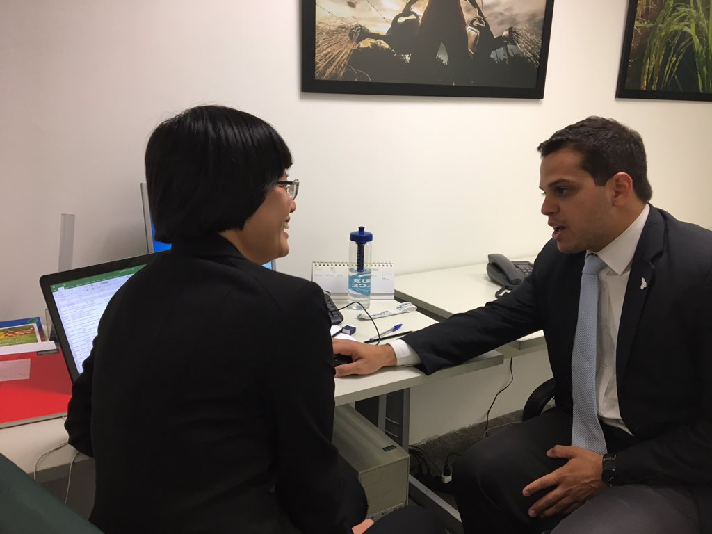 A conversation with my supervisor, Pedro who is also a GPS graduate #SummerGPS #TravelTuesday https://t.co/V2hOqv24bj