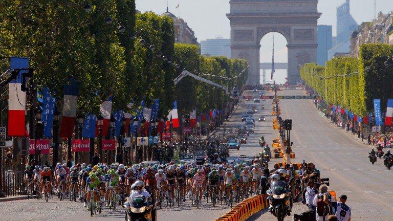 Allez! Allez! Could top jockeys soon be racing up the Champs-Elysees? > https://t.co/jjpfipvlMj