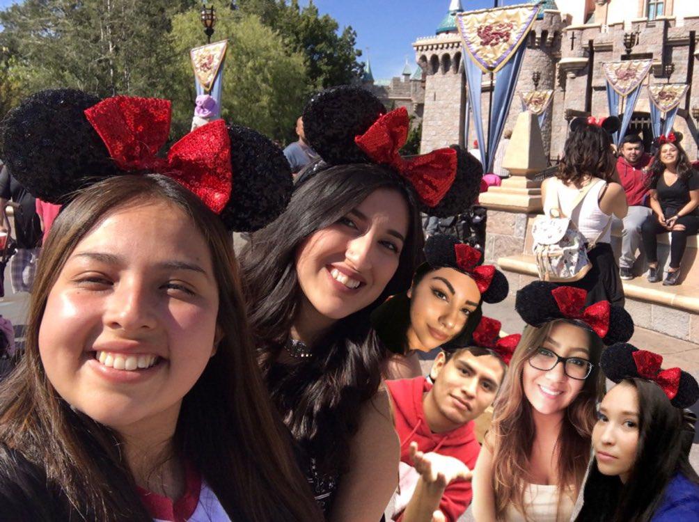 I just found another pic of when we all went to Disney #tbt #macyscrew #iknewitwashaunted #toteslegit @maybemarissa @c_gabby14 @2Fabby4U_<br>http://pic.twitter.com/TIo0uYmEhw &ndash; bij Disneyland