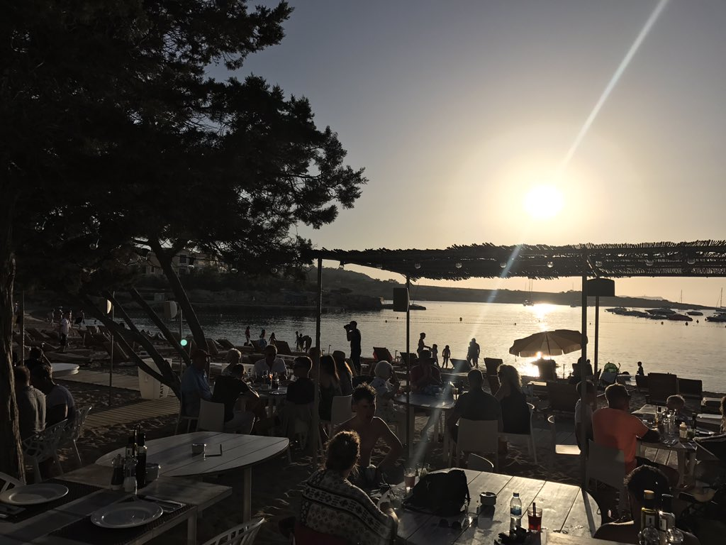 Sunset house vibes with @GlenHorsborough at Deeva Beach tonight   #ibiza #sunset #letlettherebehouse<br>http://pic.twitter.com/1iRmW7PTVW