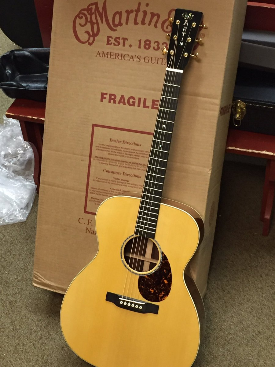 One of a kind @MartinGuitar #luthiers #bestintheworld #Madagascar #Adirondack #0000/M @WildwoodMusic #largest #customshop inventory<br>http://pic.twitter.com/oQWKH8K6xE