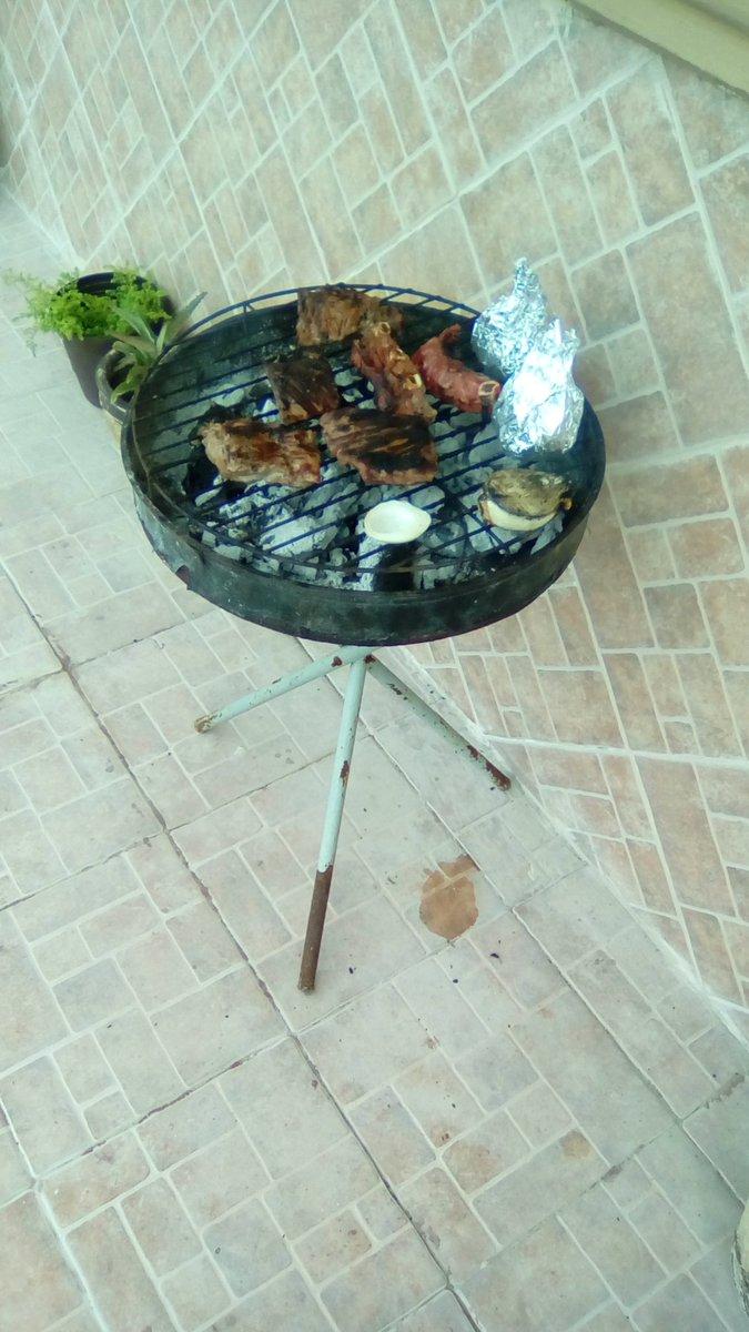 #LaVidaSeDisfrutaCon una carne asada htt...