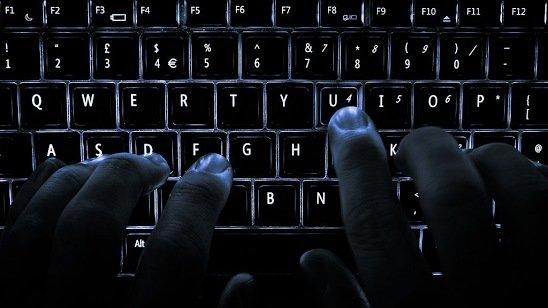 Le parquet de #Paris ouvre une enquête après une vague de cyberattaques. /Via @Europe1