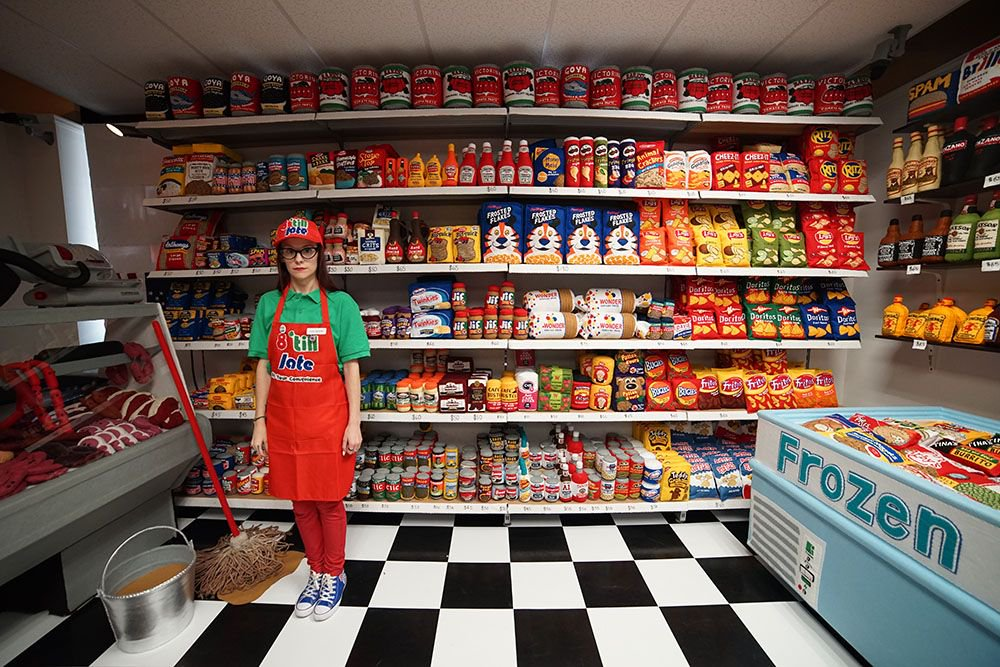 #hero | Artist Lucy Sparrow Opens an Entire Convenience Store of Handmade Felt Products in Manhattan  http:// buff.ly/2sdNfsL  &nbsp;  <br>http://pic.twitter.com/cVrvwwn3PA