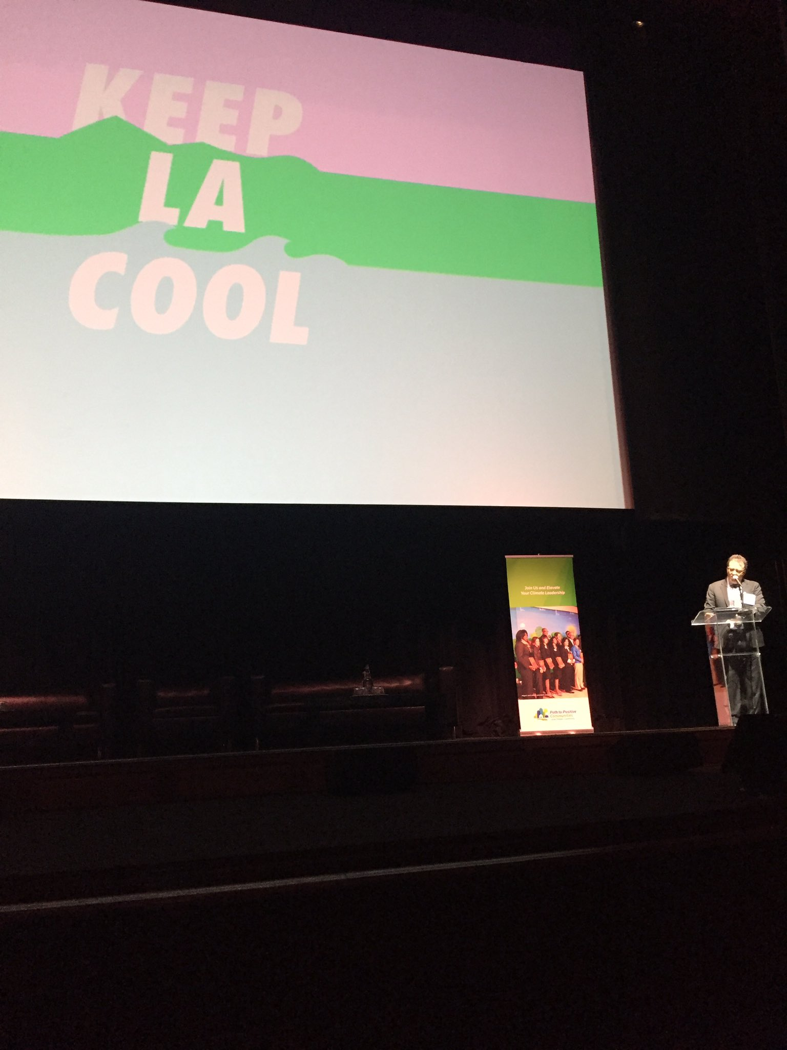 """When the feds go low, we go local"" - @jparfrey at #climatedayla Let's #keepLAcool with local #climate solutions! https://t.co/vC4UXh0UyK"