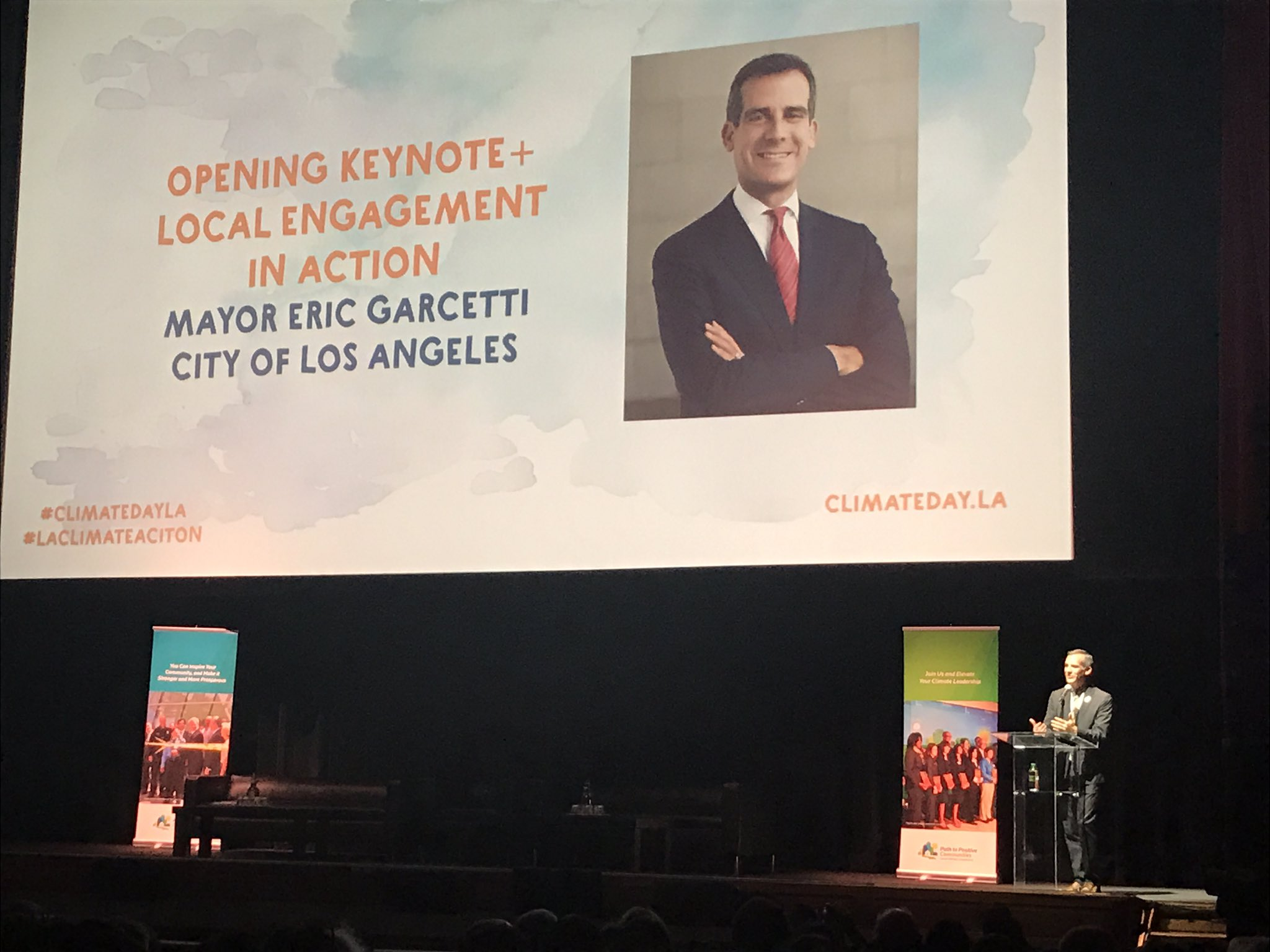 """There is no more urgent threat in the world than climate change."" LA Mayor @ericgarcetti #ClimateDayLA https://t.co/gn0AIFheG0"
