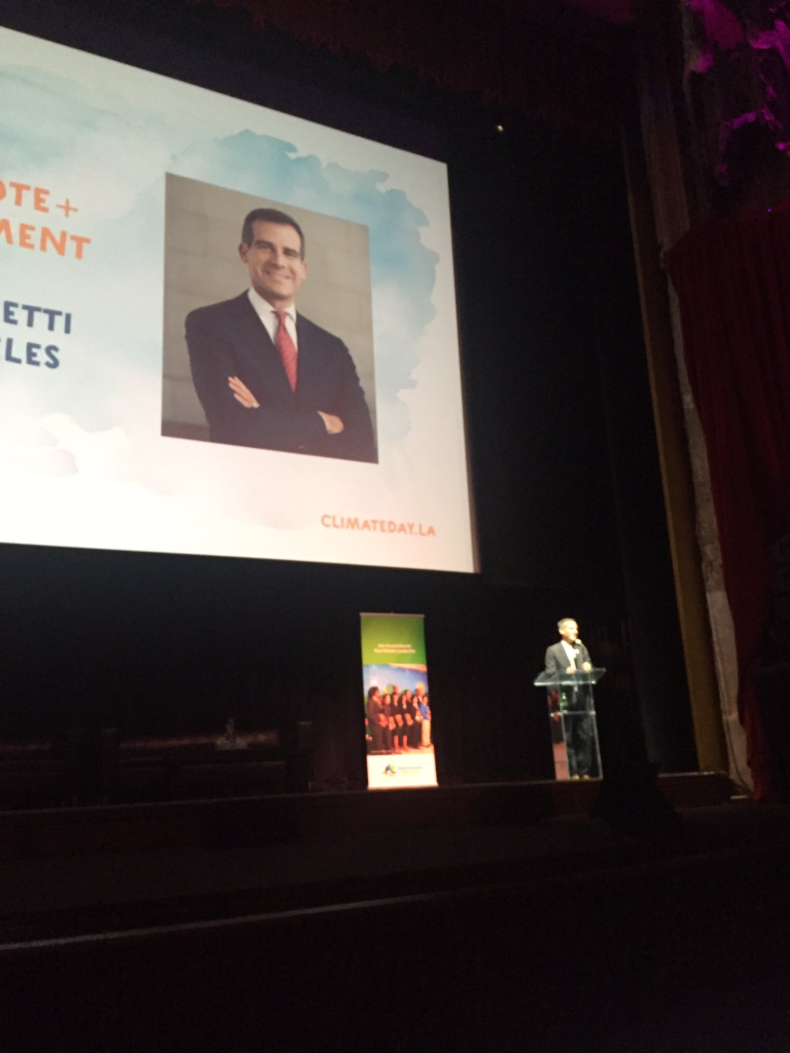 """If the WH opts out, mayors will opt in to the Paris Agreement!"" @MayorOfLA @ericgarcetti #ClimateDayLA https://t.co/z9TesCV9xi"
