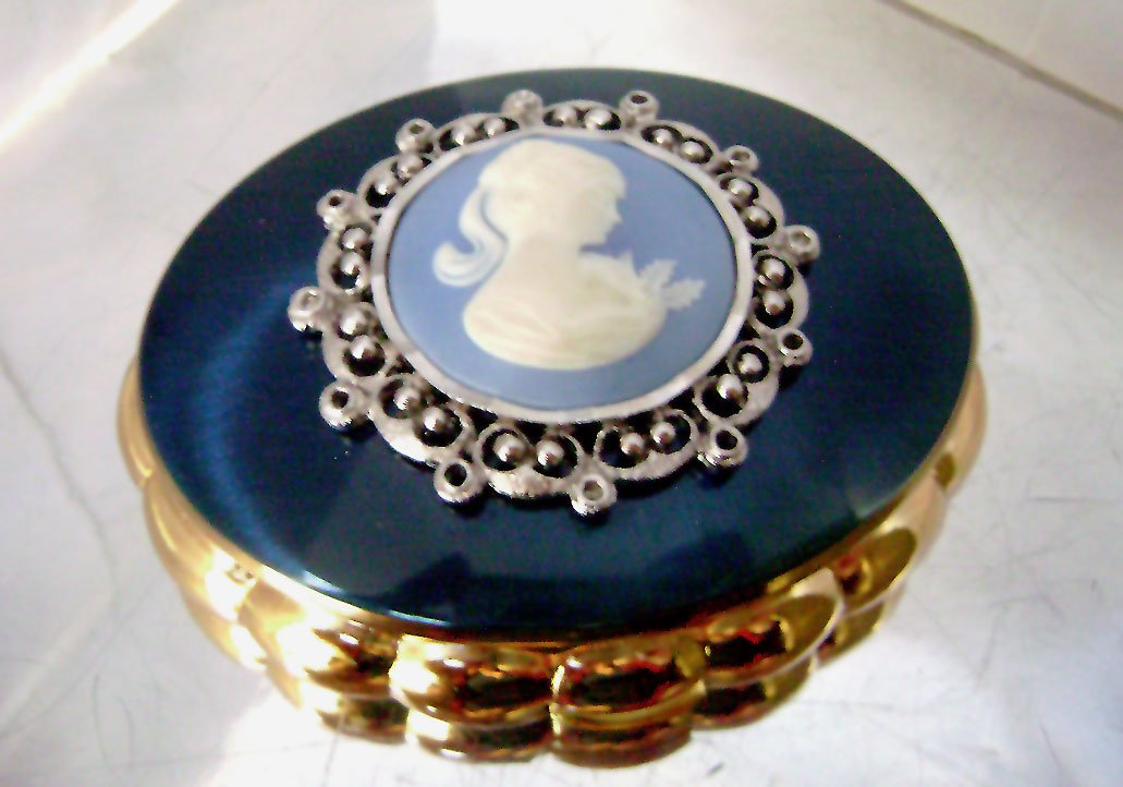 #Vintage #Kigu #Concerto Blue Enamel #Musical #Compact Wedgwood Cameo NOS JustSparkles  http:// bit.ly/2sjj9mr  &nbsp;  <br>http://pic.twitter.com/IHG04E9Gbi