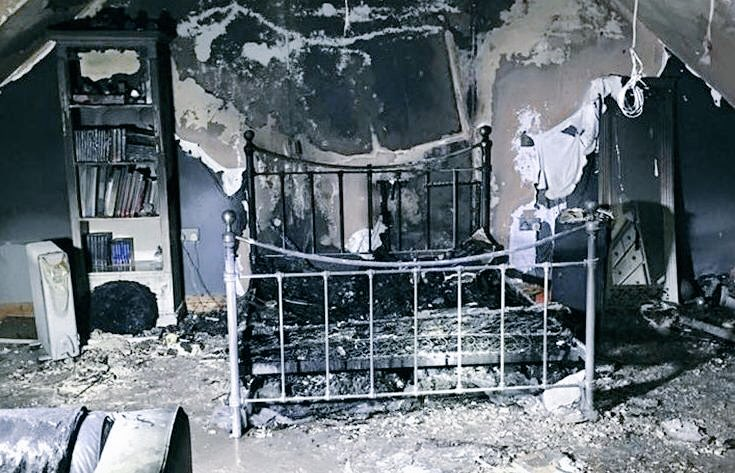 #Fire #Safety Do not leave device chargers switched on in bed. Think  #Firefighters #TimeToSaveLives   https:// youtu.be/8NBiXjbdbxg  &nbsp;  <br>http://pic.twitter.com/pYKKPL3Dld