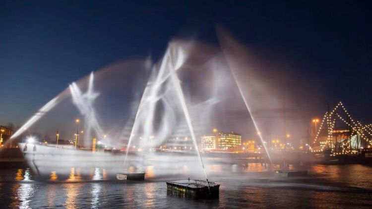 Ghost Ship! From the Amsterdam light festival, made from jets of water and light  #cool #ghost #amsterdam <br>http://pic.twitter.com/ZoDmkUqadr