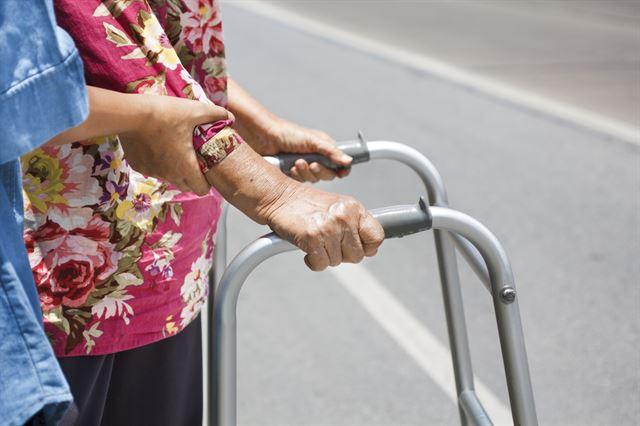 중노년(38~63세) 저소득층 10명중 8명, 65세 이후 연금 사각지대  어느 하나의 연금이라도 받는 공ㆍ사적연금 수급자 비율은 최하위소득층인 소득 1분위의 경우 17.9%에 불과   https://t.co/N9dpIuAUNQ