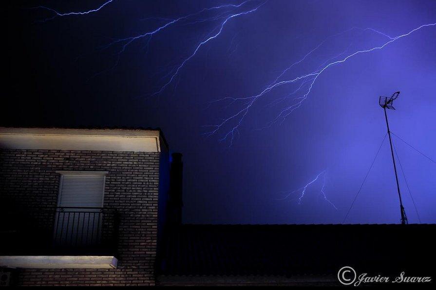 #Zaragoza #Spain 2 nights ago by Francisco Javier Suarez Crawler #Lightning 16/30 #eustorm  http:// eustormmap.com  &nbsp;   25.6.17 #storm #RT<br>http://pic.twitter.com/rL0DTa0pqg