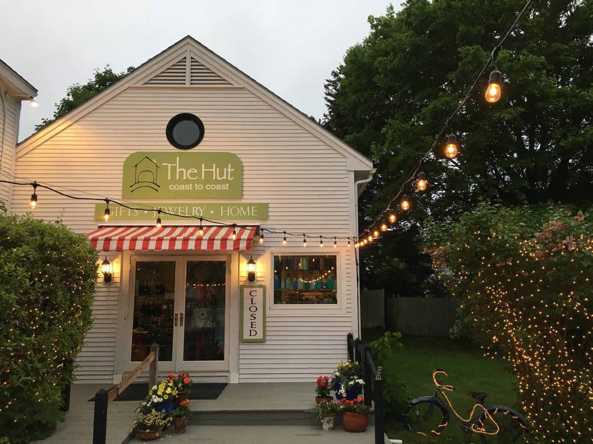 It&#39;s a lovely evening for a stroll through Kennebunkport. There are so many great shops, restaurants, &amp; views! #UNE #Kennebunkport #Maine<br>http://pic.twitter.com/9v1n4MML1m