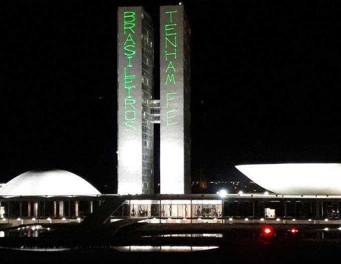 'Brasileiros tenham fé', diz frase iluminada no Congresso Nacional https://t.co/l66AJdKJFx #políticaG1