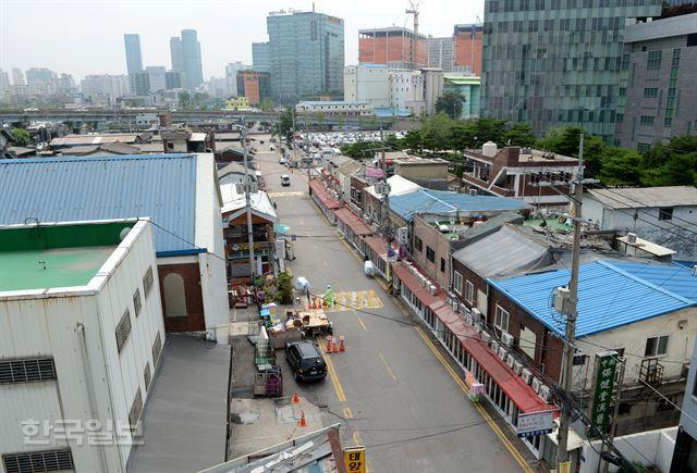 서울의 대표적인 '슬럼가' 영등포역 주변도 집값 들썩  개발 움직임에 호가 '2배' 분양가 4억 아파트가 무려 7억대에 거래  https://t.co/uHDAUEZUo9