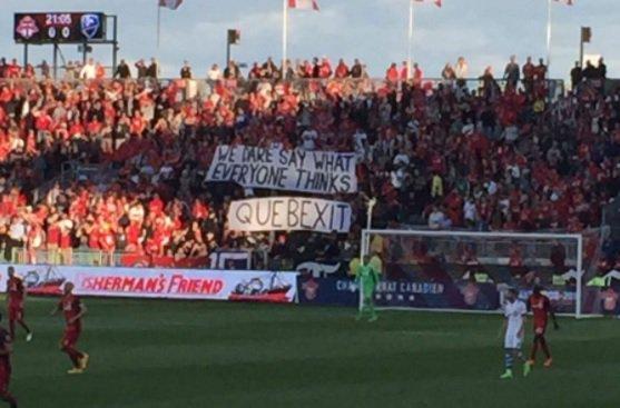 Une banderole des partisans du Toronto FC fait jaser sur le web #IMFC...