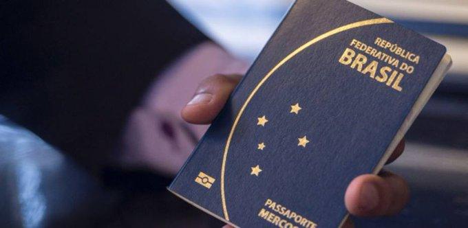 >: S@colunadoestadaoem dinheiro, PF suspende emissão de passaporte às vésperas das férias escolares https://t.co/0tvYKeKWkm
