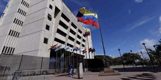 Venezuela's president claims terrorists used a helicopter to attack the Supreme Court https://t.co/LY5EXCgC5p
