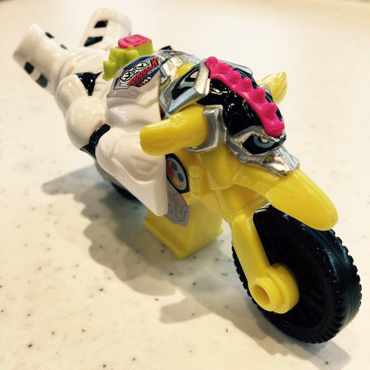 シール貼ってみたよ。進め!爆笑バイク!