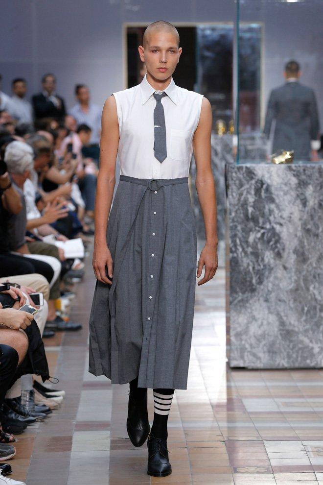 「なぜ男性は女性の服を着てはいけないのか?」トムブラウンがメンズスカートを提案 https://t.co/DsiQuGWnOe #THOMBROWNE