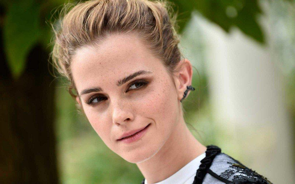 Emma Watson is hiding books around Paris https://t.co/sPBCx0jgGa