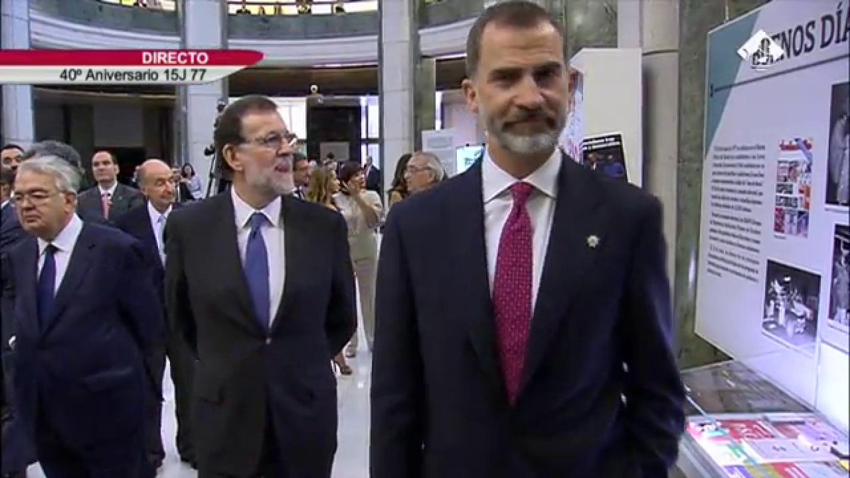 #40AñosDeDemocracia Los Reyes inauguran la exposición '40 años de las...