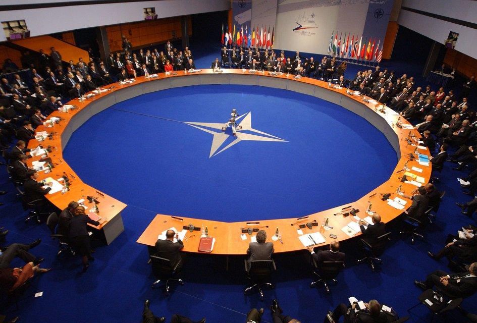 Trump uyarmıştı... NATO ülkeleri savunma harcamalarını artıracak https...