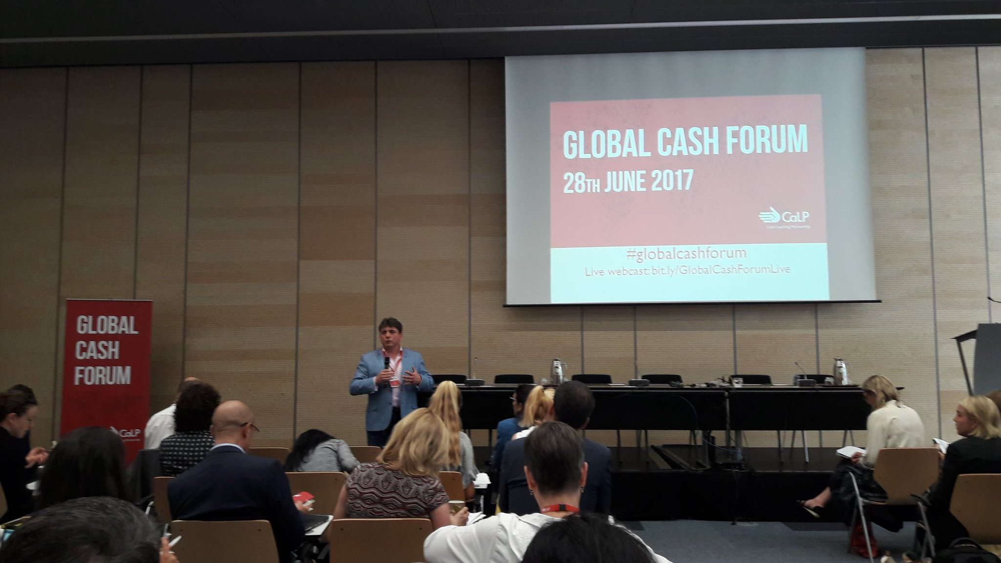 """Opening remarks by @nigelstimmins #GlobalCashForum @cashlearning """"how do we help affected people in the most appropriate way?"""" https://t.co/eHr0KaIxxo"""