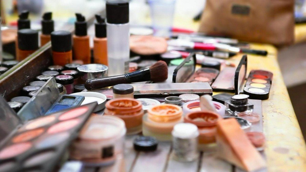 Are dangerous chemicals hiding in your shampoo and makeup? https://t.co/FEkbqAswnG