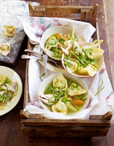 Chicken Broth with Tortellini: a perfect #spring #recipe from @jamieoliver  http:// buff.ly/2sDinyJ  &nbsp;  <br>http://pic.twitter.com/gxOeP26L8O