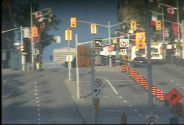 NEW CLOSURE TODAY: Elgin southbound: Wellington to Queen. #otttraffic...