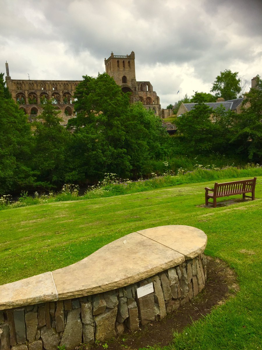 Slow drive  home this morning through #Jedburgh with its lovely Abbey and many #Benches. #The #Borders is such a lovely place. #BenchFans<br>http://pic.twitter.com/Vg7qEafve8