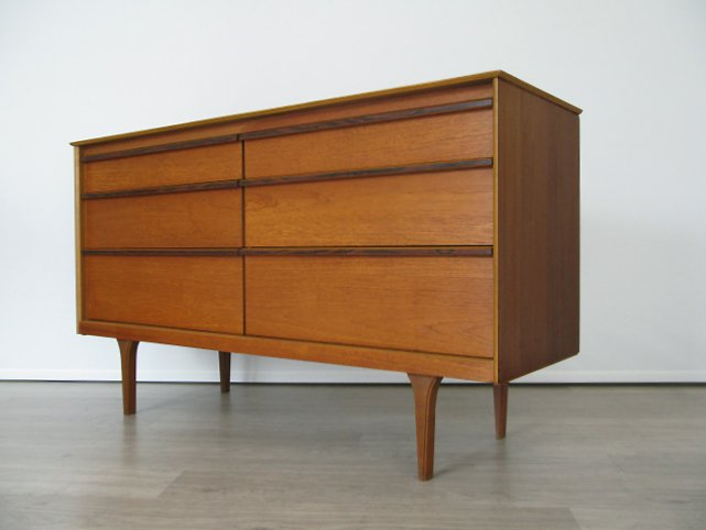 A 1960s teak chest of drawers with rosewood trim to drawers #midcentury #midcenturymodern #vintage #retro #interiordesign #interiors<br>http://pic.twitter.com/9zV9CV9ubv