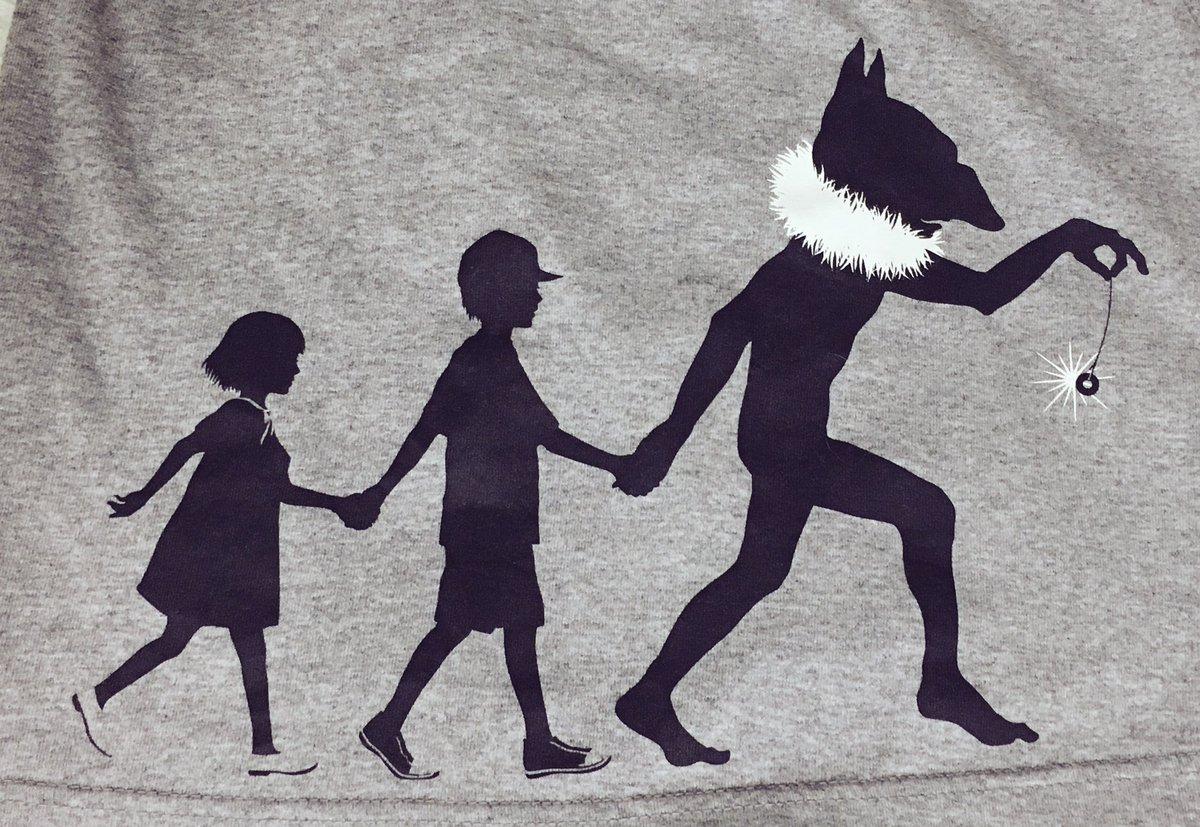 これ昔ポケセンで買ったTシャツの柄なんだけど何度見てもはてしなく怖いし怖いしなんで買ったのかわからない本当にこわい泣きそう