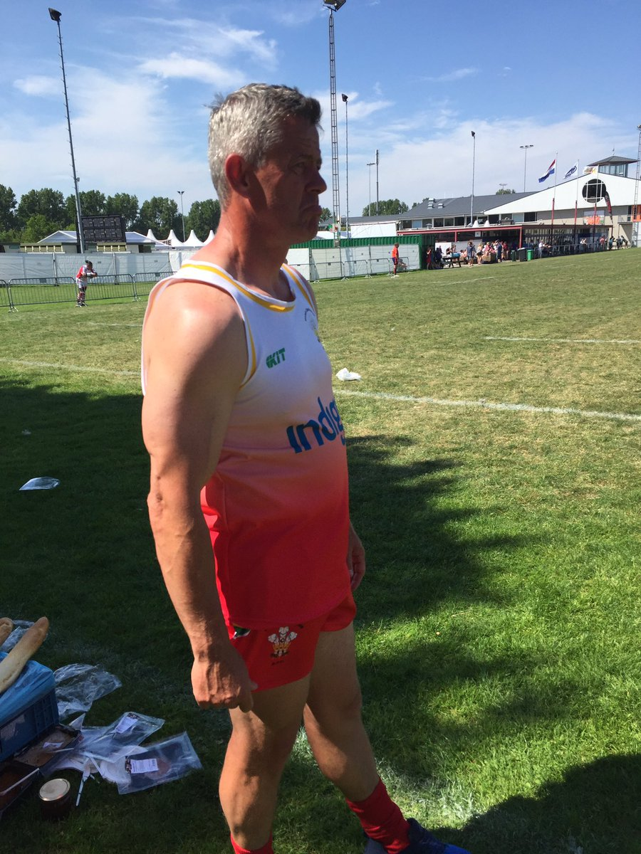 Happy Birthday to our #choirmaster @Geraintevans13  Had a great @Amsterdam7s tourny til injury. Can&#39;t wait see you in shirt again #socksdown <br>http://pic.twitter.com/yVG4zsOkNQ