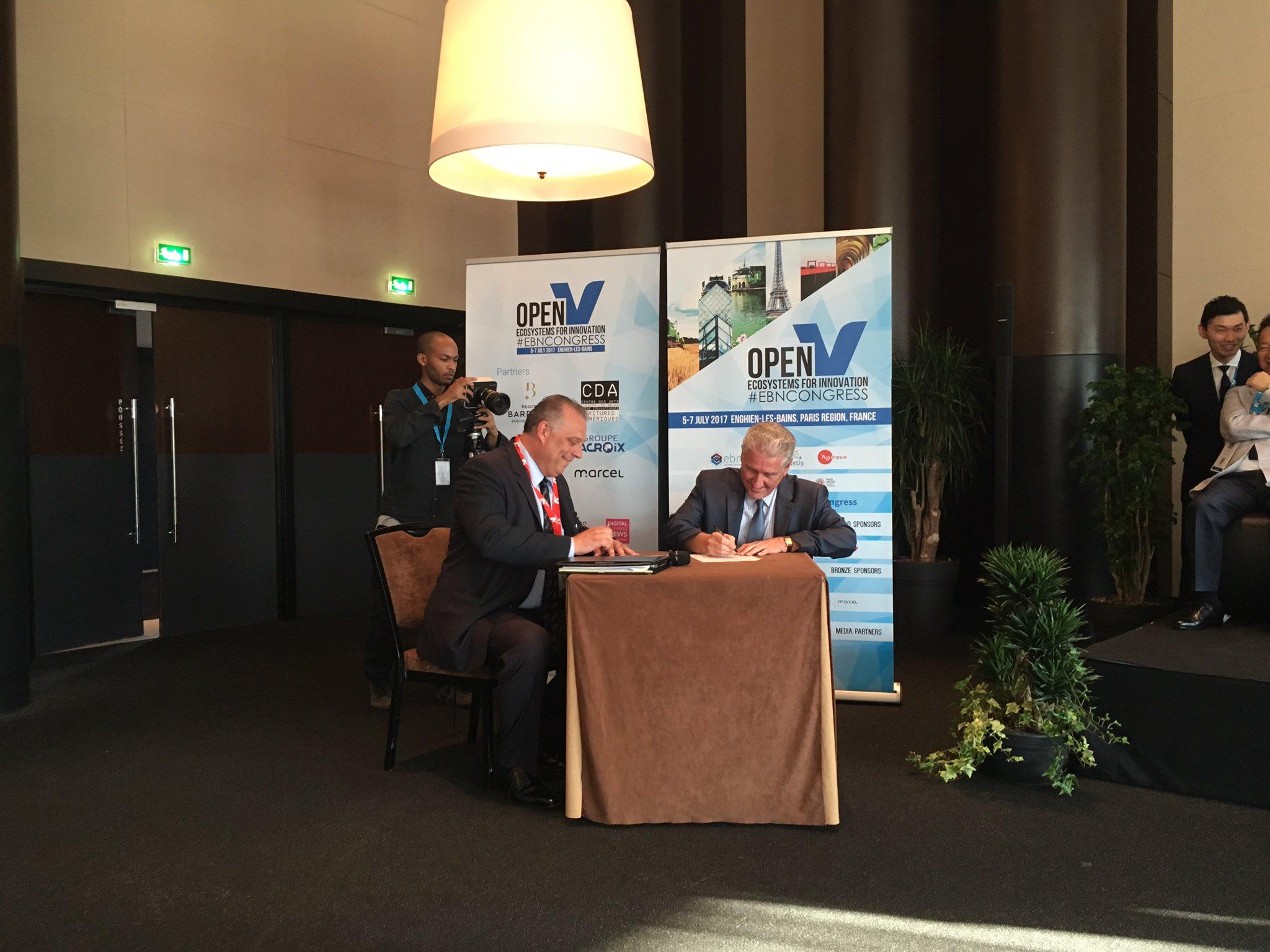 Focus on Retis & @CollierEDO partnership at Retis #EBNCONGRESS. Jace Kentner signing a new agreement between @ACCET_VOT and @NaplesAcceler8 https://t.co/QY0igWwBGr
