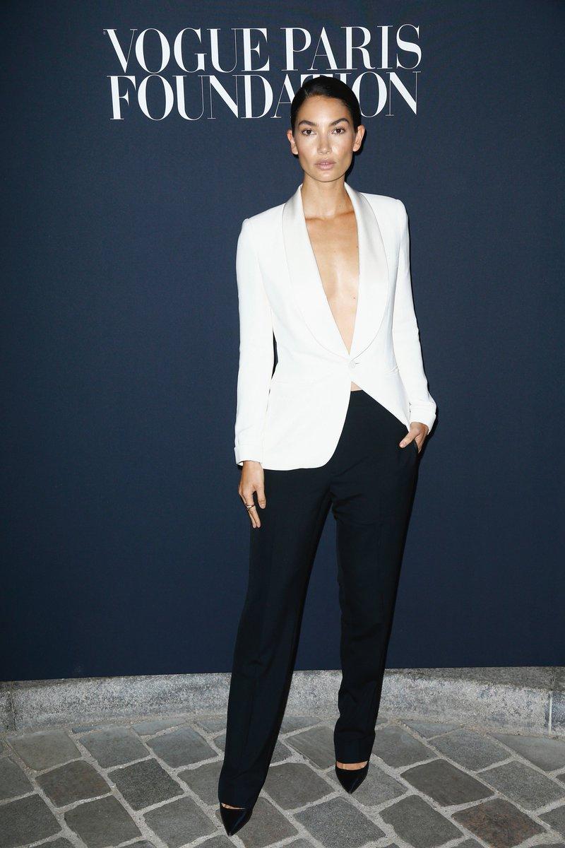 LilyAldridge wears Ralph Lauren Collection at the  VogueParisFoundation  dinner at the Palais Galliera.  RLIconicStyle pic.twitter.com PK4lsZCiGd 899281fc8f181