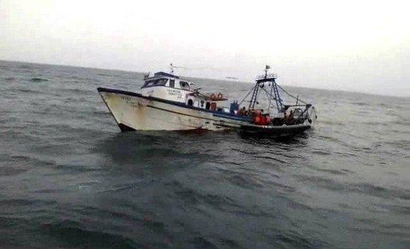 #Algeria: 4 sailors are missing, 2 others rescued off #Mostaganem  https://www. dzbreaking.com/2017/06/28/alg eria-4-sailors-missing-2-others-rescued-off-mostaganem/ &nbsp; … <br>http://pic.twitter.com/6fdNT3JOJJ