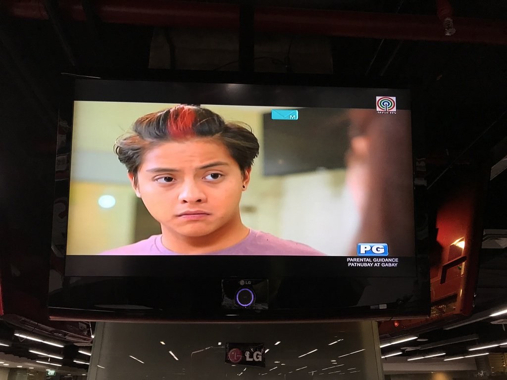 Who's watching #LaLunaSangreKabilugan? Taas kamay! https://t.co/DUC3YX...