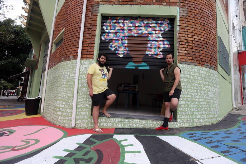 Abrigos LGBT se espalham e reúnem histórias de orgulho e superação htt...