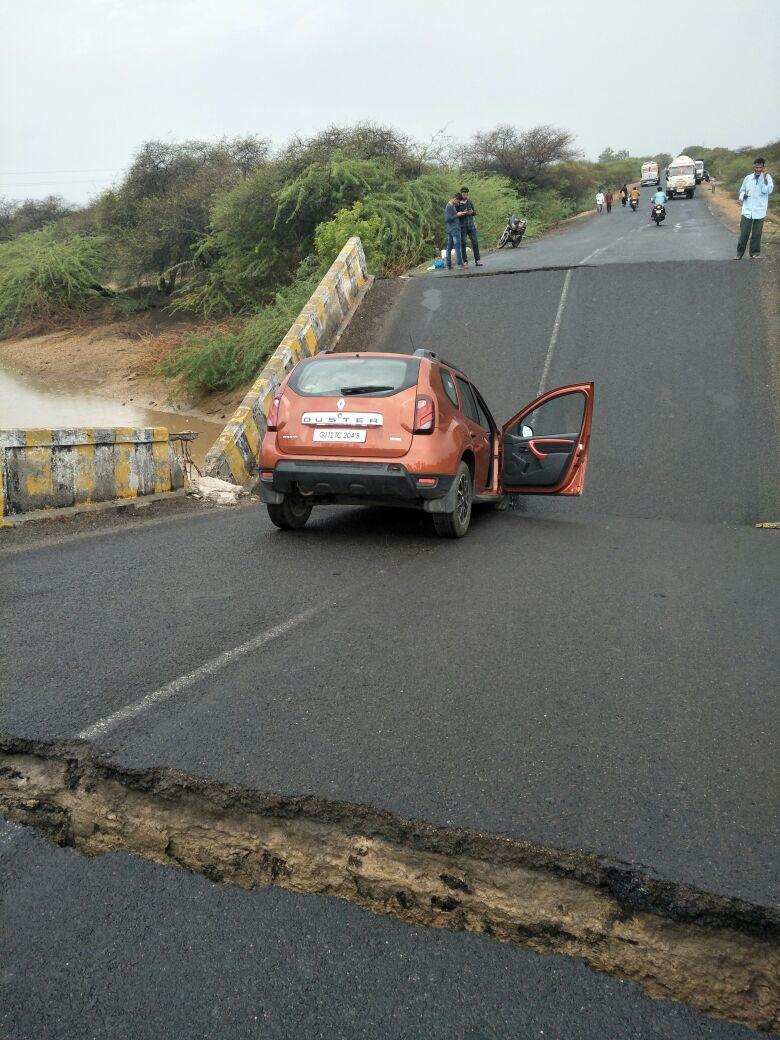 A bridge collapses on Mandvi – Naliya highway following rain