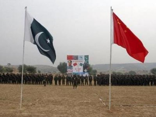 #China defends #Pakistan, says it is at frontlines of anti-terror fight.    http:// toi.in/purwhY  &nbsp;  <br>http://pic.twitter.com/sfsR4fjXy8