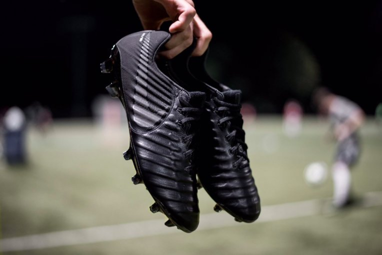 CLASS: The new @NikeFootball Tiempo Legend VII - Black Out edition. 😍⚫...