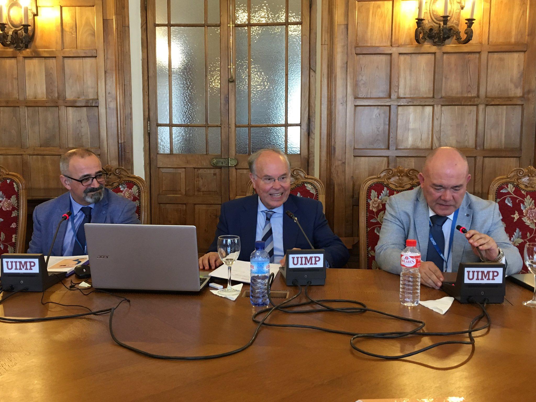 Rector @UIMP @cncano y @Uhandrea @microBIOblog realizan clausura de #UIMPDivulgaCiencia. Excelente evento en el Palacio de la Magdalena https://t.co/Eq2Fn50Amz