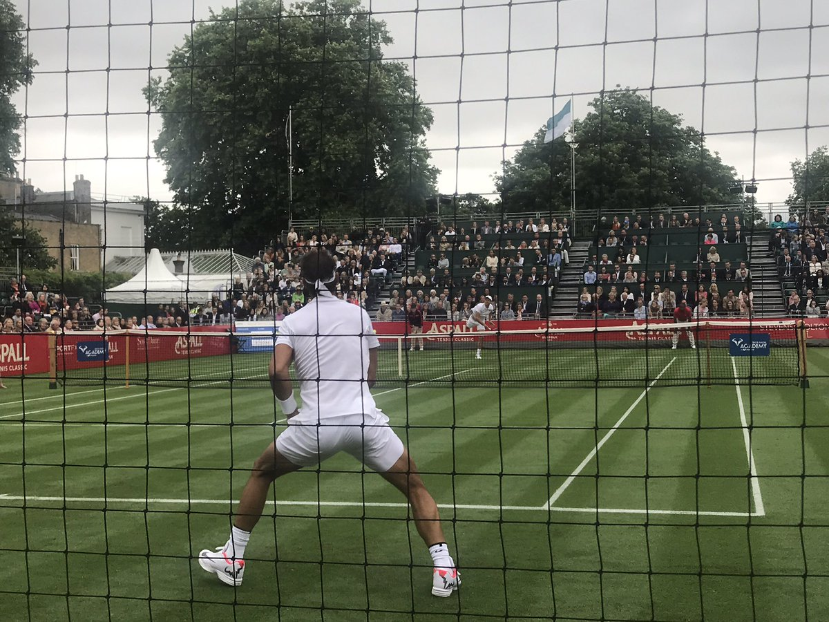 Jugando Nadal su primer partido en hierba en casi dos años. Contra Ber...