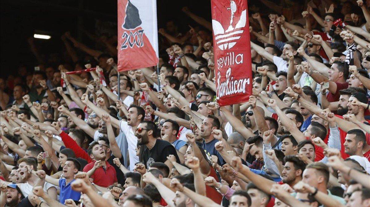 #LaLiga | El Sevilla controlará a sus aficionados radicales https://t....