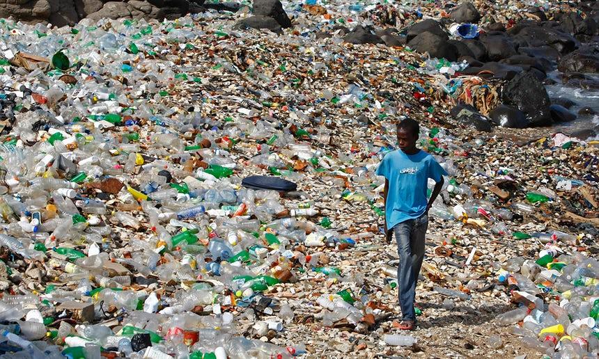 "Not good—the world&#39;s #plastic binge ""as dangerous as #climatechange""  http:// act.gp/2uiB9Ll  &nbsp;  <br>http://pic.twitter.com/vBzHE4NCYh"